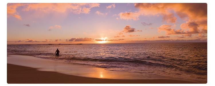 ワイキキの海に沈むサンセットを生中継!ロマンチックなハワイ旅会